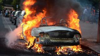 Autos en llamas