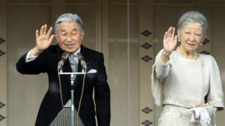 Японский император Акихито и жена