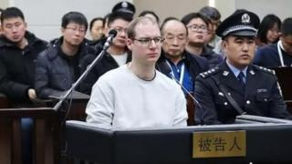 Robert Lloyd Schellenberg (centre) listens during his retrial in Dalian's court. Photo: 14 January 2019