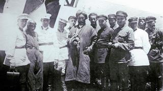 1931 йил июни. Асирга олинган ярадор Иброҳимбек махсус оператив гуруҳ чекистлари билан бирга