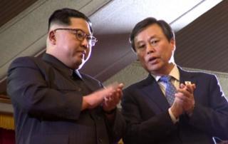 Kuzey Kore lideri Kim Jong Un ve Güney Kore Kültür Bakanı Do Jong-whan