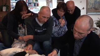 Familiares acompanham os últimos momentos de Annie Zwijnenberg
