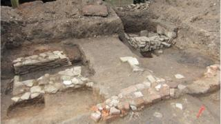 Kitchen hearth and cold storage pit