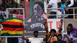 津巴布韋國家領導人實現了不流血的更替過渡,未來政治走向引起關注。