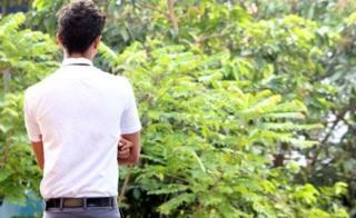 นักเรียนชายวัย 16 ปีกล่าวว่า การกอดเป็นการแสดงความยินดีโดยไม่มีเรื่องอื่นแอบแฝง