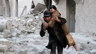 بگفته سازمان ناظر حقوق بشر در سوریه دستکم ۱۴۰ نفر در دور جدید حمله به شرق حلب کشته شدهاند.