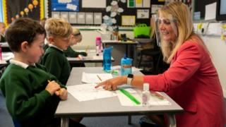 teacher-wearing-visor