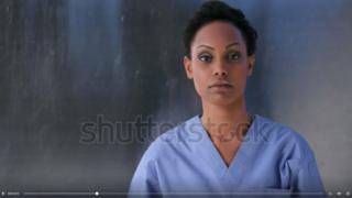 Mulher negra em vídeo