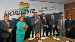Governadores e representantes em reunião de lançamento do Consórcio Nordeste