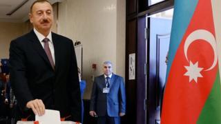 Prezident İlham Əliyev 2013-cü il prezident seçkisində səs verir
