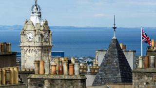 स्कॉटलैंड का घंटा घर, घड़ी, तेज भागने वाली घड़ी