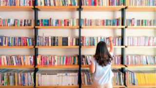 girl-bookshelf-library.