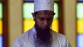 இலங்கை இஸ்லாமியர்கள்:சூஃபியிஸவாதிகள் அடிப்படைவாதிகளாக மாறியது எப்படி?