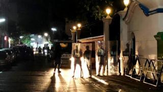 نیروهای پلیس دوشنبه شب بیرون از دیوان عالی کشور مالدیو درحالت آماده باش ایستادهاند