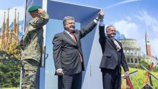Ukrainian President Petro Poroshenko and Slovak President Andrej Kiska attend a ceremony dedicated to a visa-free regime with European Union (EU) which comes into force for Ukraine, in the town of Uzhgorod, Ukraine, June 11, 2017.