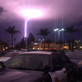 A single fork of lightning in less detail