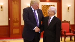 Ông Trump gặp ông Trọng với vai trò Tổng Bí thư tại Hà Nội hôm 12/11/2017 sau khi dự APEC ở Đà Nẵng