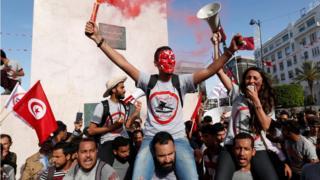 مظاهرات رافضة لقانون المصالحة في تونس