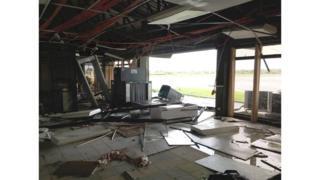 Аэропорт Тугегарао после удара стихии.