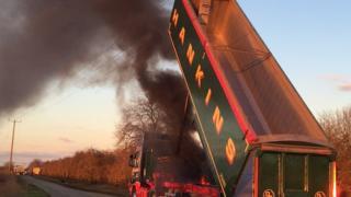 Lorry strikes power lines