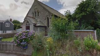 الكنيسة التي يريد سكان القرية شراءها