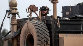 """ABD askerleri Suriye'de YPG'ye silah desteğinin yanı sıra """"eğitim ve danışmanlık"""" da veriyor"""