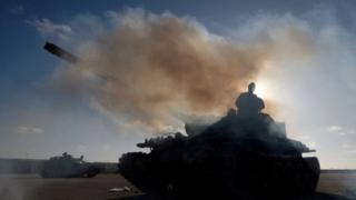 Abarwanyi b'umuhari Libyan National Army (LNA) bahanganye n'abarwanyi ba leta ya Libya ishigikiwe na ONU