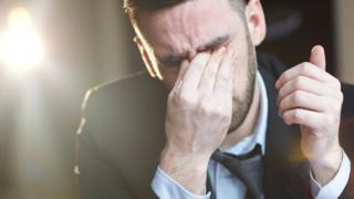 Плачущий мужчина