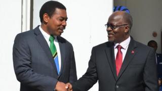Waziri wa mambo ya ndani Tanzania Mwigulu Nchemba na Rais John Magufuli awali