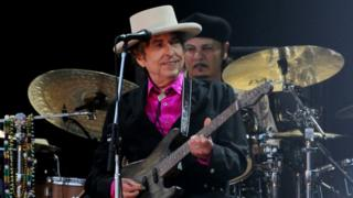 Bob Dylan a été un lauréat un peu particulier en refusant de répondre aux sollicitations du jury de l'Académie de Stockholm.