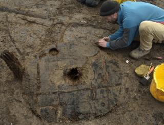 発掘された車輪