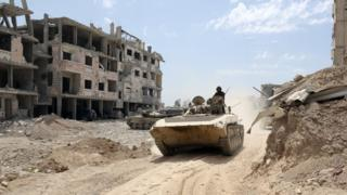 Syrian Army soldiers advancing in an area on the eastern outskirts of Douma, April 8 2018