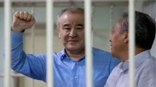 23-апрелде Жогорку Сот Текебаевдин ишин кайра карайт