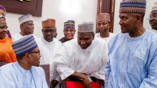 Buhari pẹlu awọn oniṣowo l'Abuja