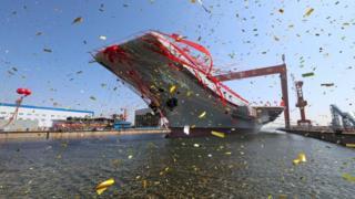 Ceremonia de lanzamiento del nuevo portaaviones en Dalian, China, 26 abril 2017.