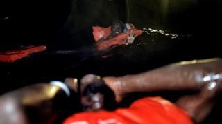 Libya açıklarında batan geminin ardından göçmenlerden 29'u kurtarılmıştı.