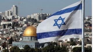 इस्राईल हे जेरुसलेमला अविभाज्य राजधानी मानते तर पॅलेस्टाईनचाही जेरुसलेमवर दावा आहे.