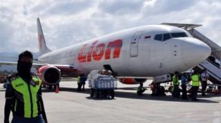 ภาพถ่ายเครื่องบินของสายการบินไลออนแอร์ ที่สนามบินในเมืองปาลู