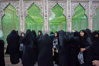 زائران آرامگاه آیتالله خمینی در آستانه چهلمین سالگرد انقلاب ایران