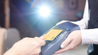 Contactless payment card machine