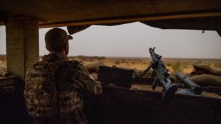 Le Sahel est devenu un important foyer pour les groupes extrémistes, notamment depuis la crise libyenne (2011), le développement de Boko Haram au Nigeria et l'apparition de nombreux groupes jihadistes liés à Al-Qaïda au nord du Mali en 2012.
