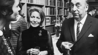 Pablo Neruda (sağda)