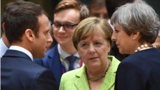 از راست نخستوزیر بریتانیا، صدراعظم آلمان و رئیسجمهور فرانسه