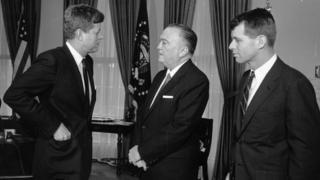 جوزف کندی نوه رابرت کندی (راست) است و عموبزرگ او هم جان اف. کندی، محبوبترین رئیسجمهور تاریخ آمریکاست