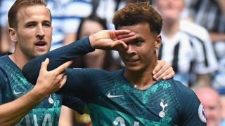 Kiungo wa timu ya England and Tottenham Dele Alli, 22