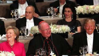 Hillary Clinton y Donald Trump se ríen en la cena benéfica de este jueves en Nueva York