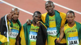 El relevo de Jamaica que ganó la medalla de oro en 2008: Asafa Powell, Nesta Carter, Usain Bolt y Michael Frater.