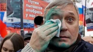 Российского оппозиционера Михаила Касьянова облили зеленкой
