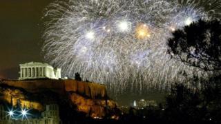 Греки спешат попрощаться с худым десятилетием