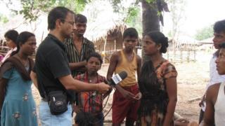 బీబీసీ ప్రతినిధితో మాట్లాడుతున్న కమలా కాకా